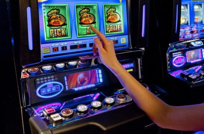 Как бесплатно поиграть в игровые автоматы кто играл в казино сколько выиграл